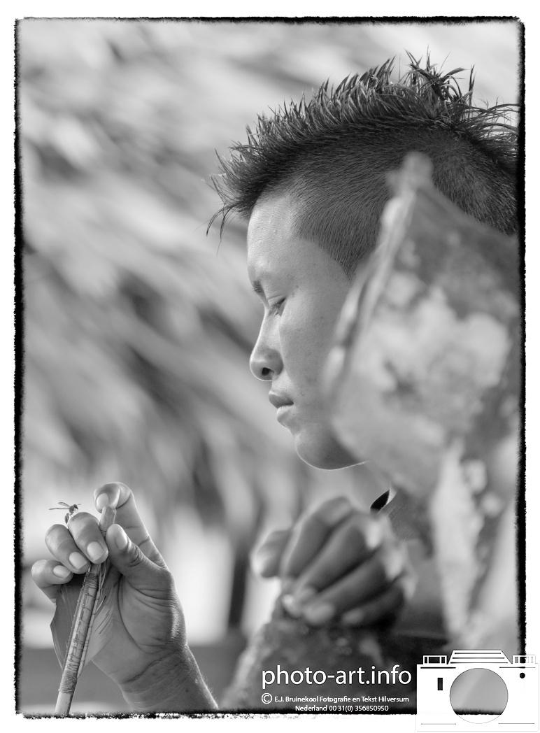 Suriname van 31/7 tot 20/8 2014 boogschieten palumeu indianen dorp E.J.Bruinekool Fotografie Hilversum  Copyright naamsvermelding verplicht lid NVJ. Berlagelaan 62, 1222JZ,  Hilversum, Nederland, tel. 31(0)356850950, fax. 31 356479199