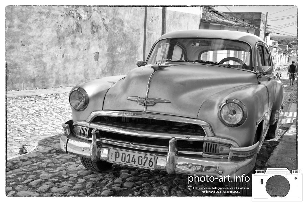 Trinidad, also called the Museum City of the Caribbean Sea. cobbled streets Oltimers Chevrolet UNESCO.-Trinidad, ook wel de Museumstad van de Caribische Zee genoemd. keienstraatjes met oltimers Chevrolet Werelderfgoedlijst van UNESCO.-  E.J.Bruinekool Fotografie Hilversum  Copyright naamsvermelding verplicht lid NVJ. Berlagelaan 62, 1222JZ,  Hilversum, Nederland, tel. 31(0)356850950, fax. 31 356479199