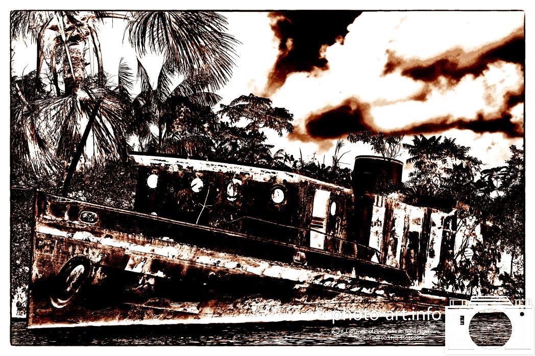 Frans gunea van 31/7 tot 20/8 2014 stad gevangenis papelion en gezonken oude schepen stoomschip coaster als eiland met bomen sant laurent du maroni aan de maroni rivierE.J.Bruinekool Fotografie Hilversum  Copyright naamsvermelding verplicht lid NVJ. Berlagelaan 62, 1222JZ,  Hilversum, Nederland, tel. 31(0)356850950, fax. 31 356479199 *** Local Caption *** info@ ejbruinekoolfotografie.com   www.ejbruinekoolfotografie.comVan toepassing zijnde leveringsvoorwaarden Algemene Voorwaarden Fotografenfederatie gedeponeerd  bij de  Arrondisements rechtbank Amsterdam onder nr84/2011. Worden op verzoek toegezonden. U kunt ze direct vinden door door te linken naar de internetsite